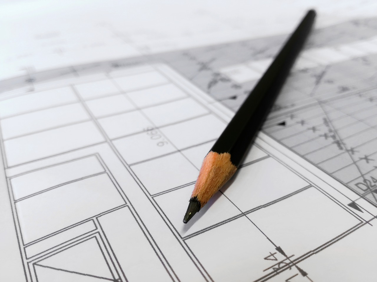 stockphoto-architect-plan-with-pencil