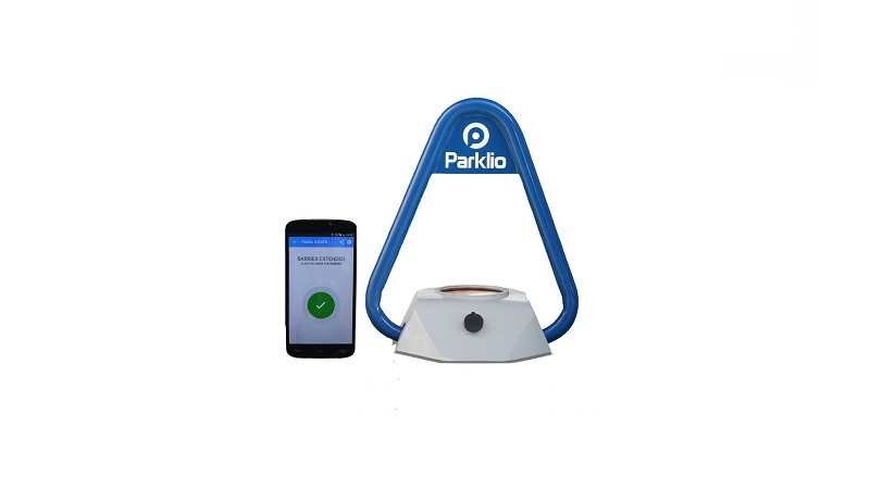 product photo Parklio parking bracket and smartphone